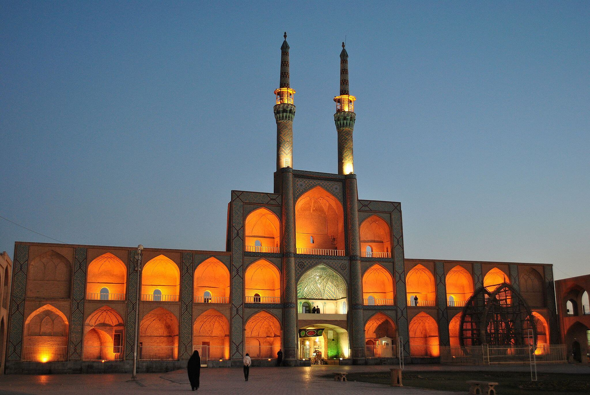 amir chakhmaq complex and mosque of yazd night 2